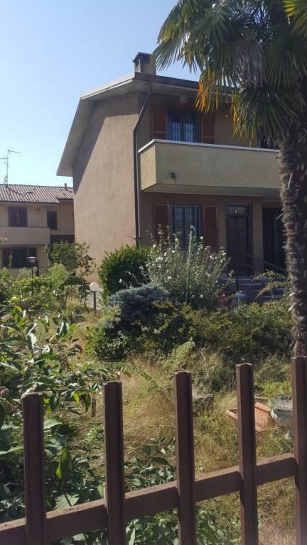 Villa in buone condizioni parzialmente arredato in vendita Rif. 8939878