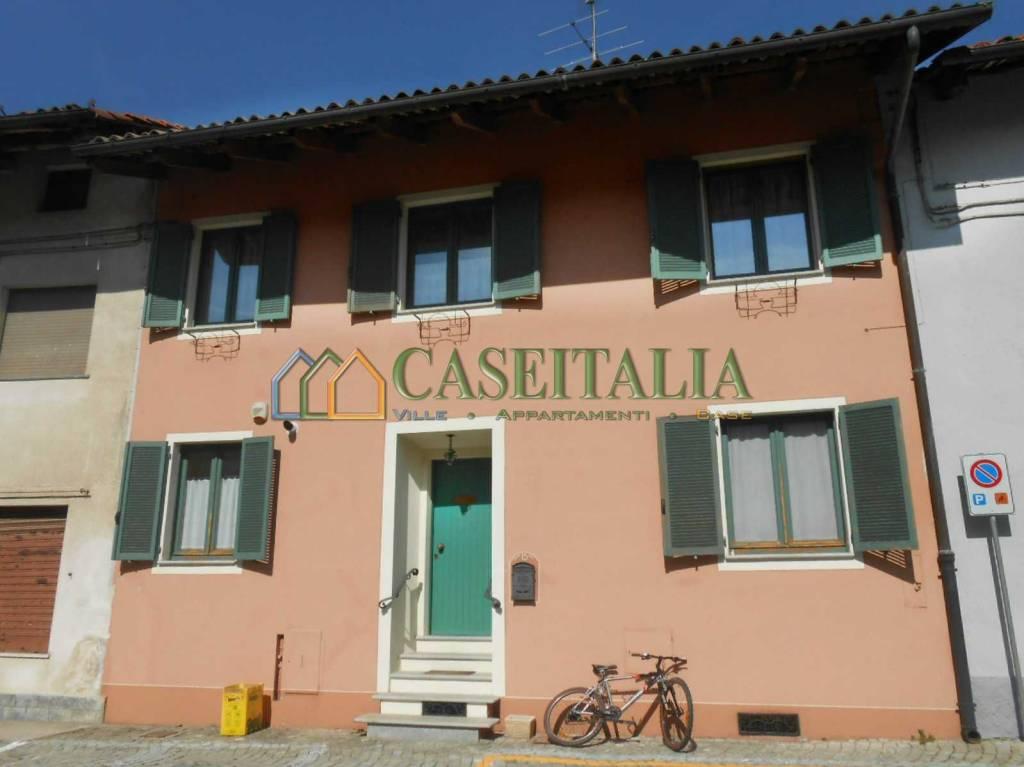 Foto 1 di Casa indipendente piazza Alessandro Sarti 1, Romano Canavese