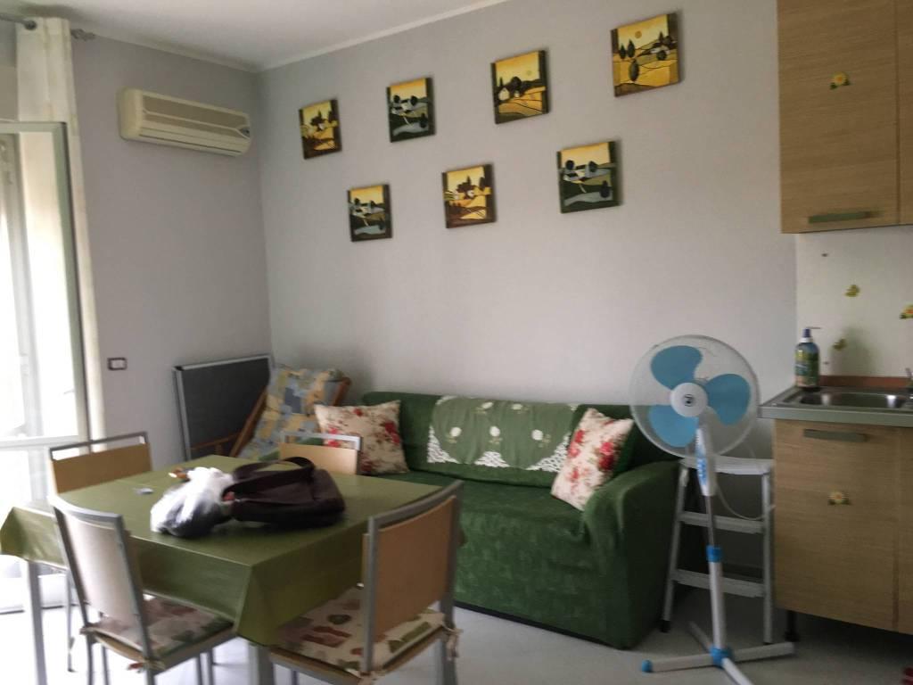 Appartamento in buone condizioni in vendita Rif. 8937216