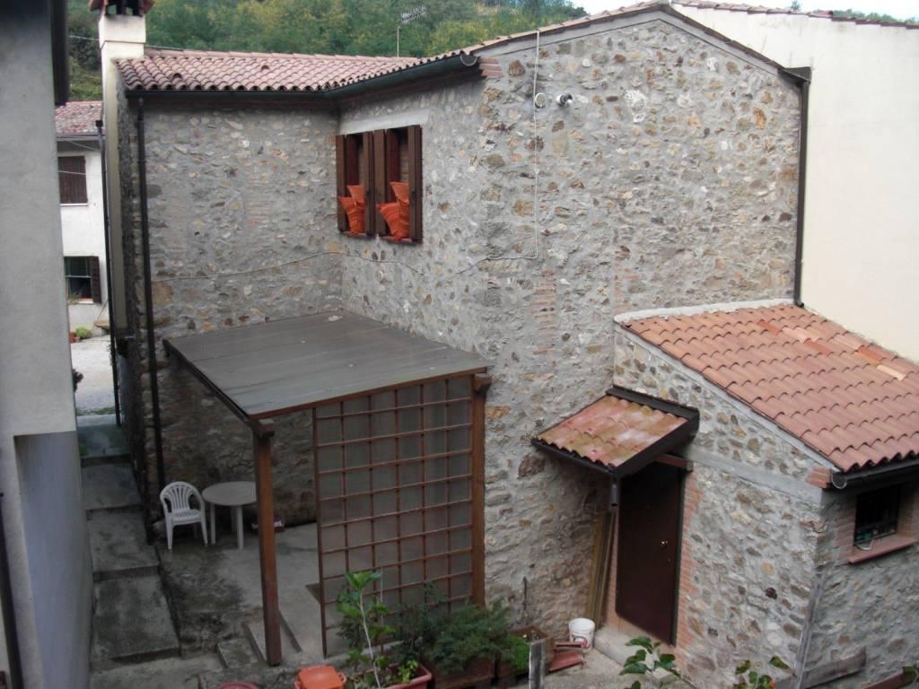 Appartamento in buone condizioni in vendita Rif. 8938671
