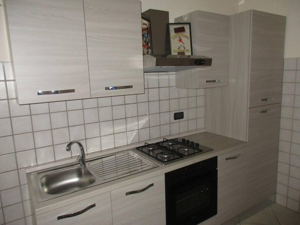 Appartamento parzialmente arredato in zona residenziale