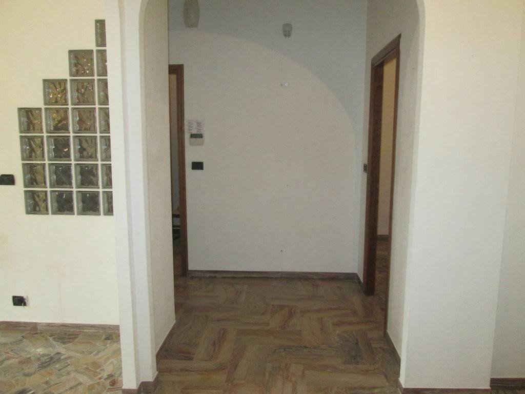 Appartamento in ottime condizioni parzialmente arredato in affitto Rif. 8940109