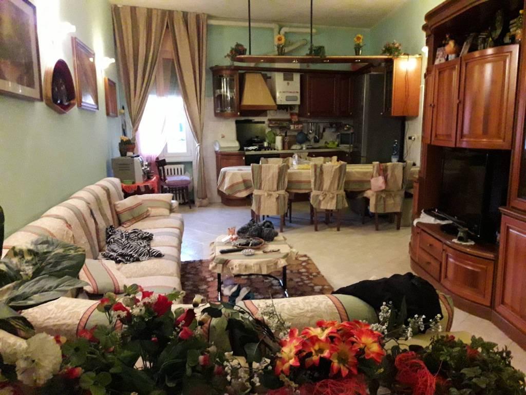 Appartamento in buone condizioni in vendita Rif. 8938045
