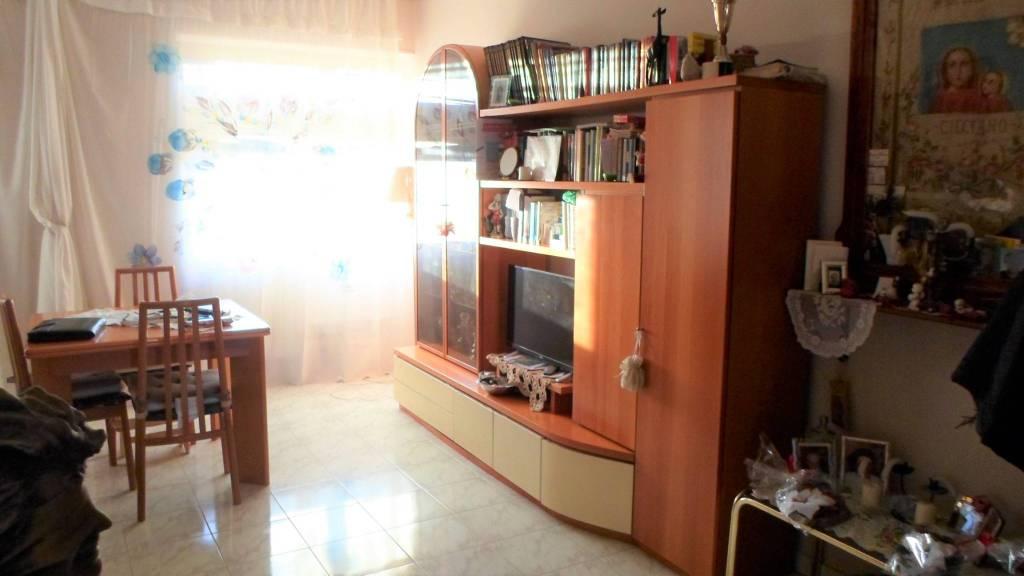 Appartamento in buone condizioni in vendita Rif. 8934859