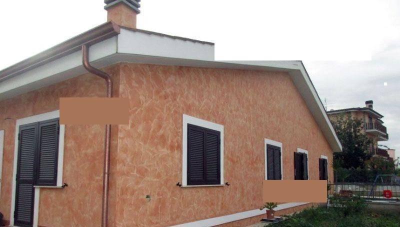 Villetta a schiera in buone condizioni in vendita Rif. 8938867