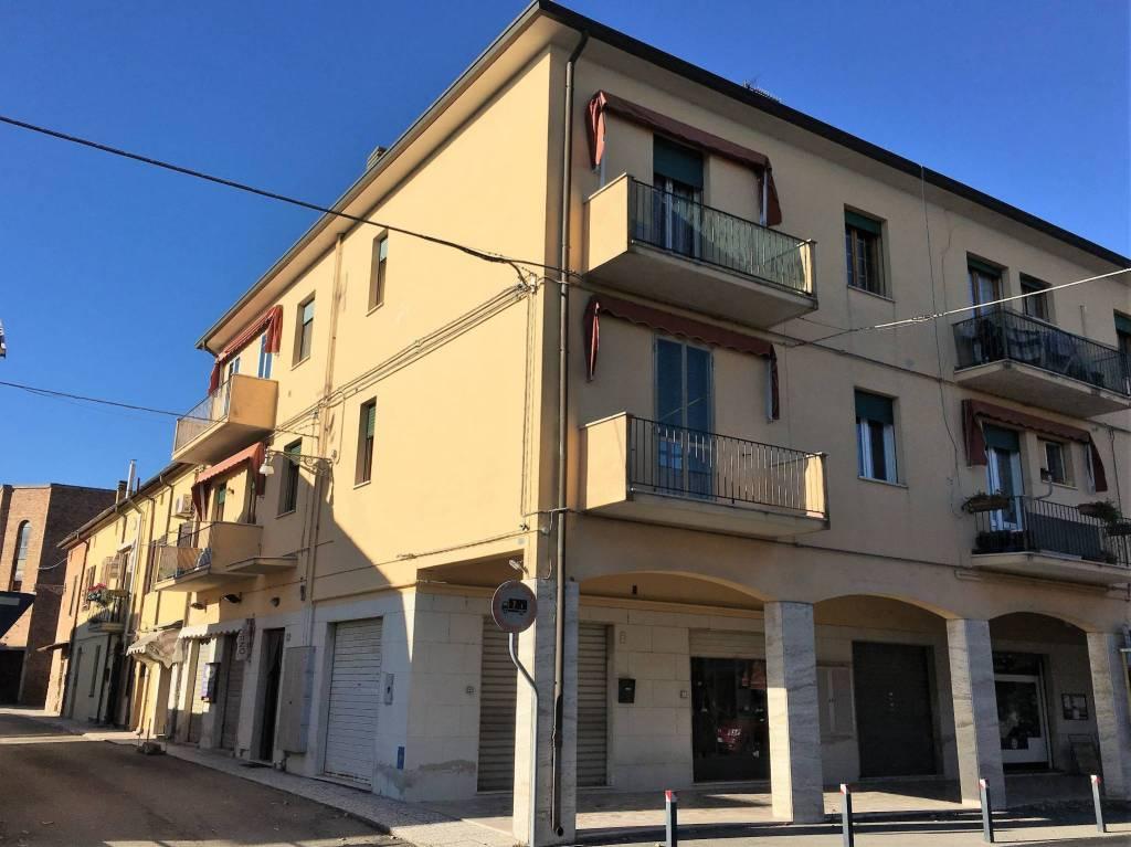 Appartamento in buone condizioni in vendita Rif. 8935960