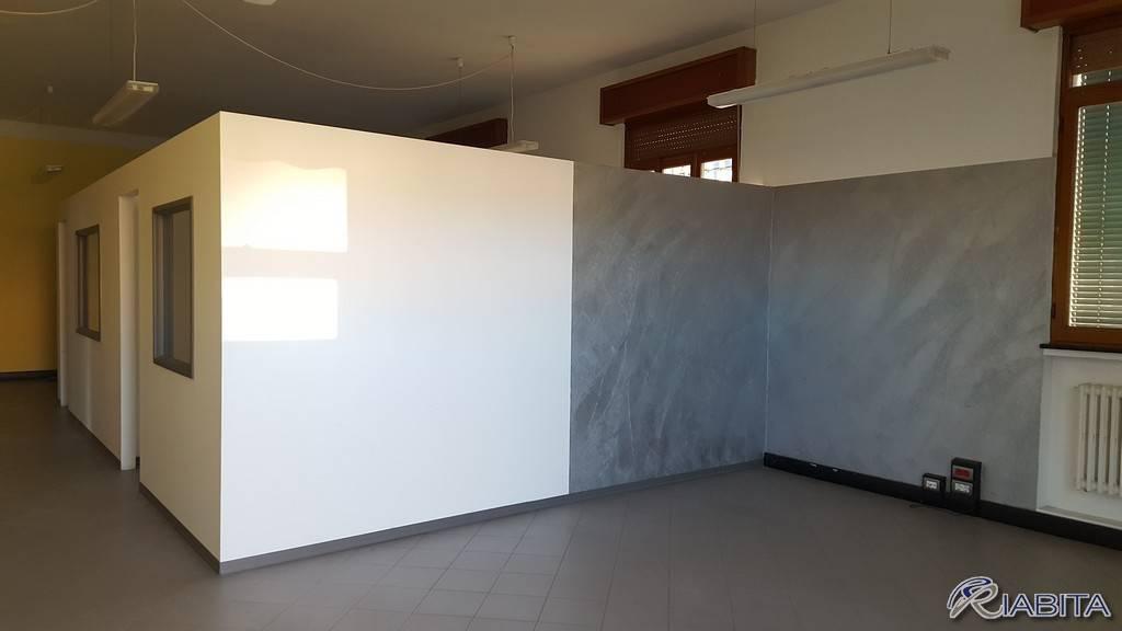 Ufficio-studio in Affitto a Piacenza Periferia: 2 locali, 132 mq