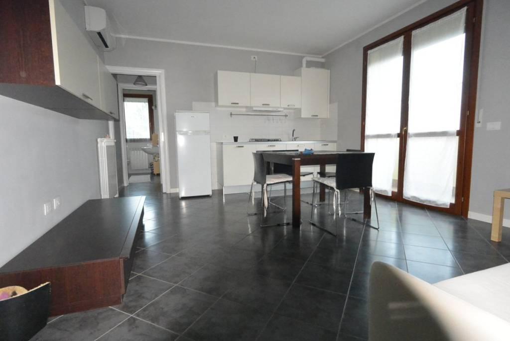 Appartamento in buone condizioni arredato in affitto Rif. 8935962