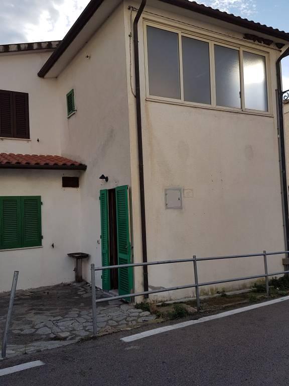 Appartamento in buone condizioni parzialmente arredato in vendita Rif. 8937333