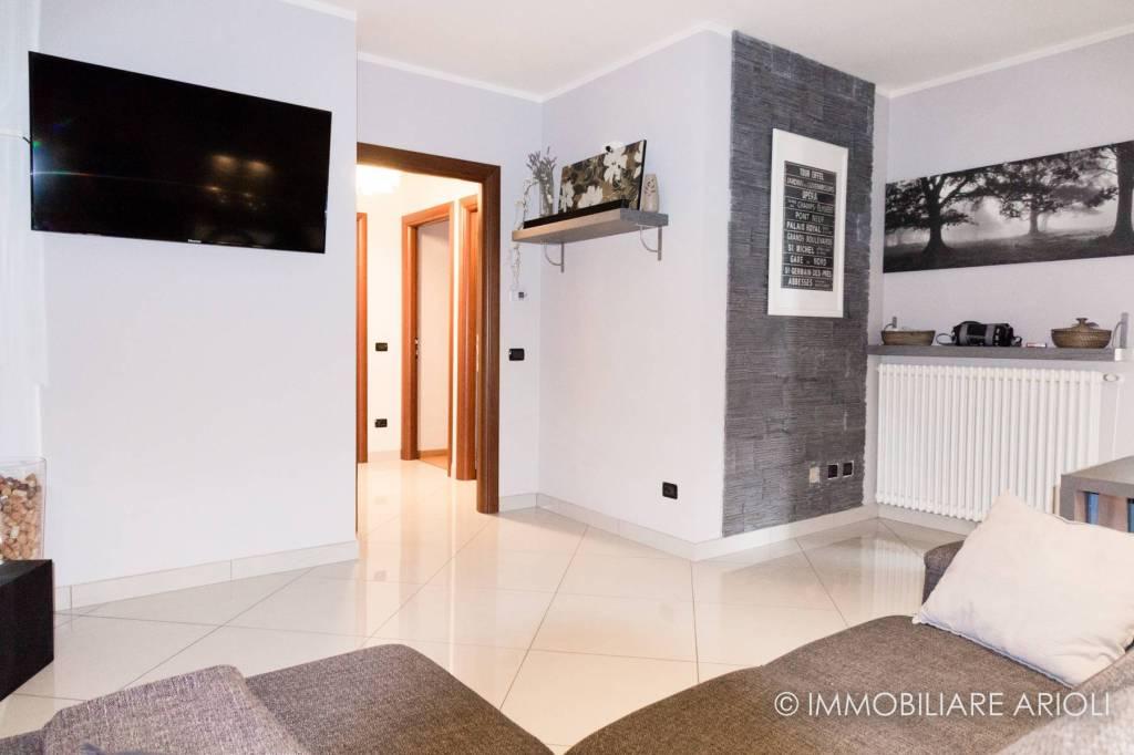 Appartamento in ottime condizioni arredato in vendita Rif. 8934836