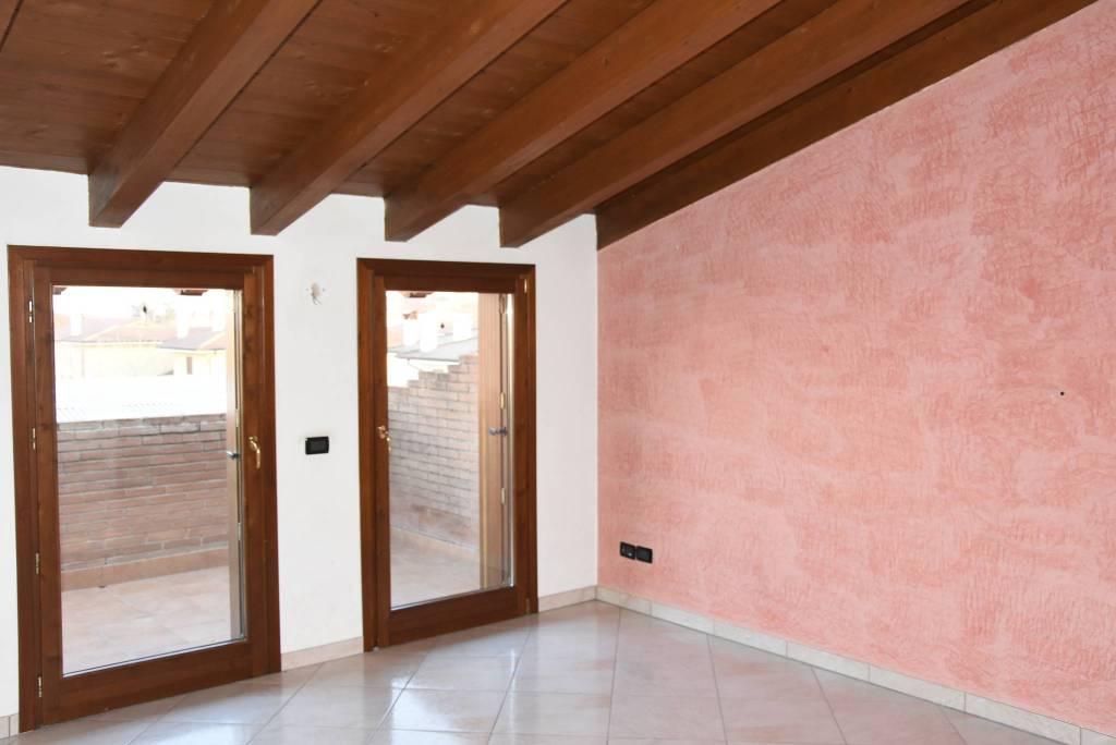 Appartamento in buone condizioni in vendita Rif. 8935052