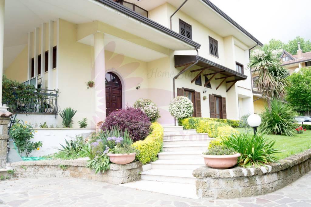 Villa in buone condizioni in vendita Rif. 8965535