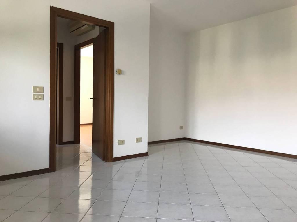 Appartamento in buone condizioni in vendita Rif. 8940459