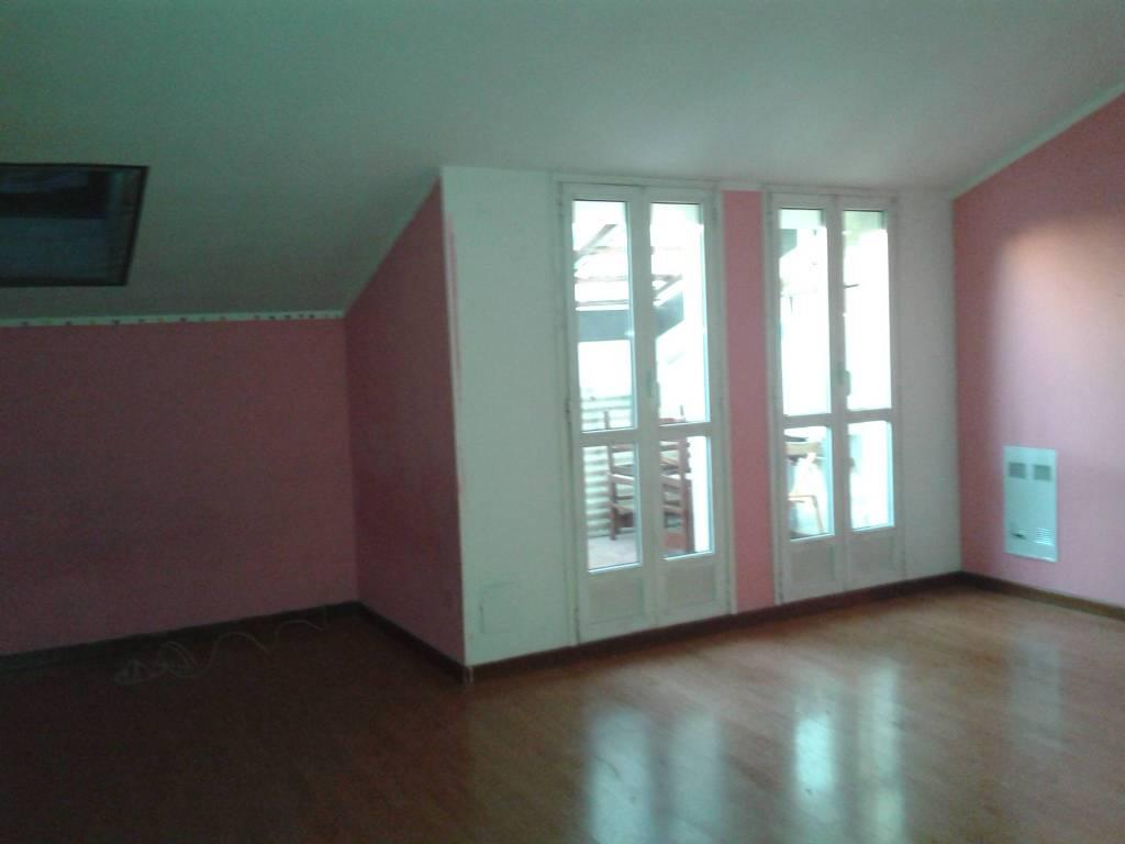 Attico / Mansarda in buone condizioni in affitto Rif. 8934881