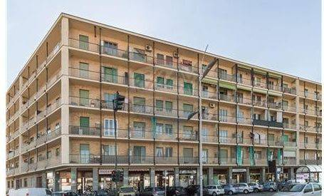 Appartamento in buone condizioni in affitto Rif. 8936428