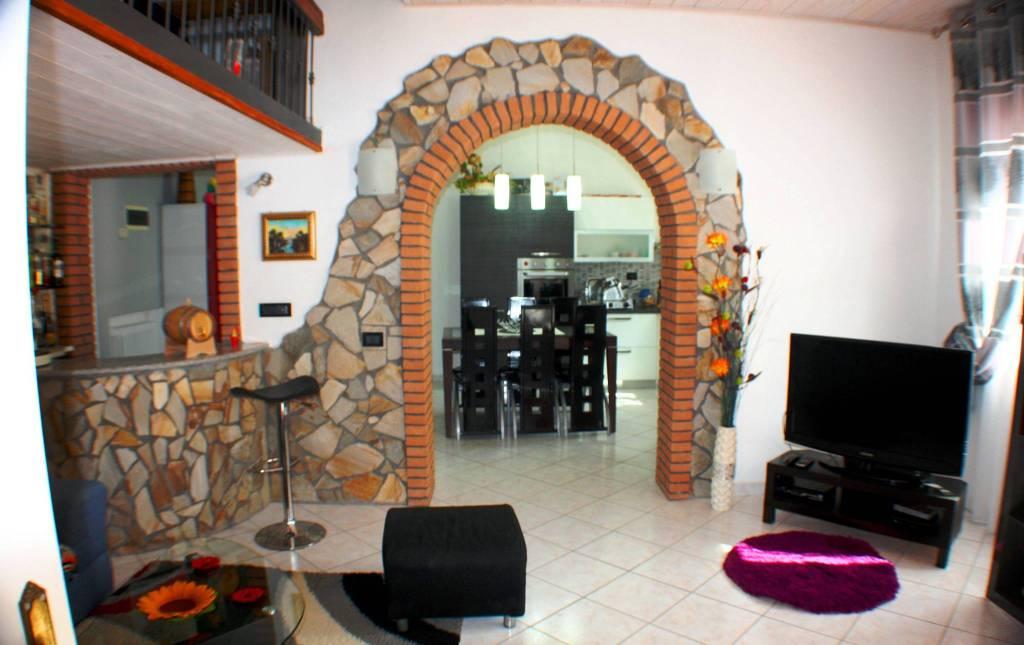 Appartamento in ottime condizioni parzialmente arredato in vendita Rif. 8935641