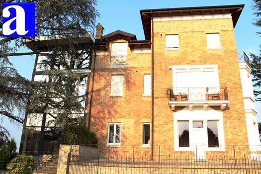 Appartamento parzialmente arredato in affitto Rif. 8936786