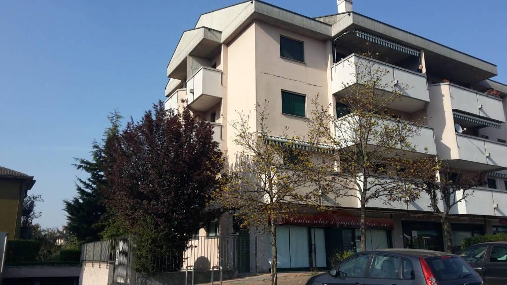 Appartamento parzialmente arredato in affitto Rif. 8935681