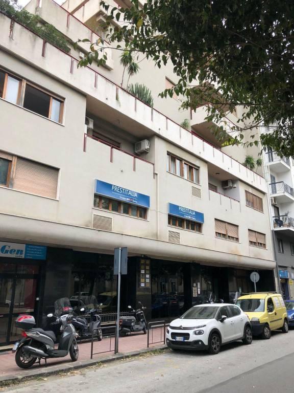 Negozio-locale in Affitto a Messina Centro: 1 locali, 55 mq