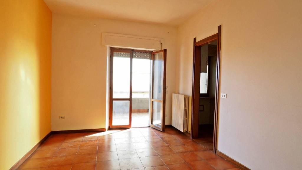 Appartamento in buone condizioni in vendita Rif. 8937606