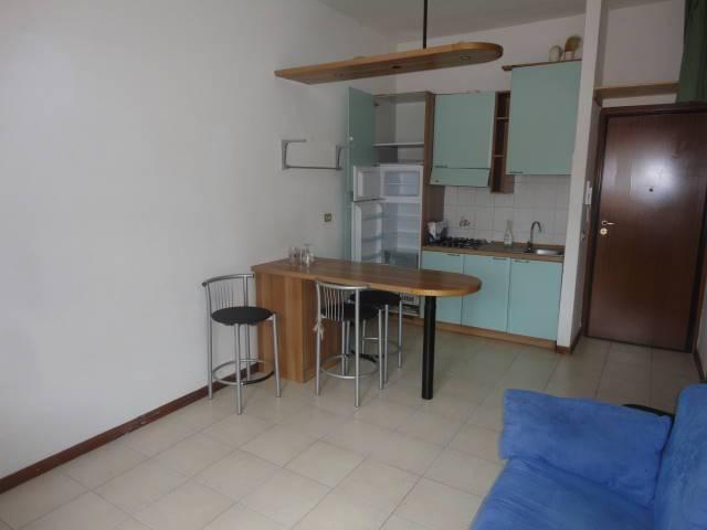 Appartamento in buone condizioni arredato in affitto Rif. 8937521