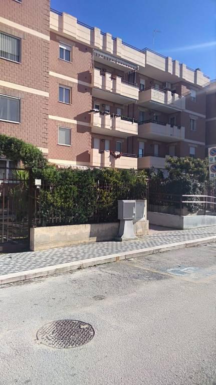 Appartamento in buone condizioni in vendita Rif. 8949498