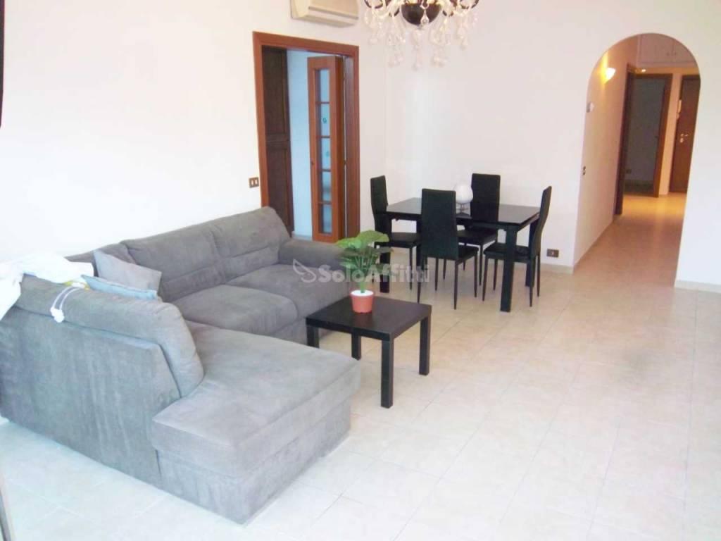 Stanza / posto letto in buone condizioni arredato in affitto Rif. 8948969