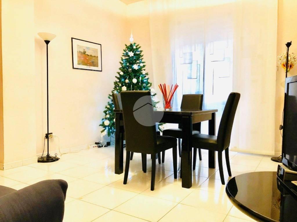 Appartamento in buone condizioni in vendita Rif. 9273879