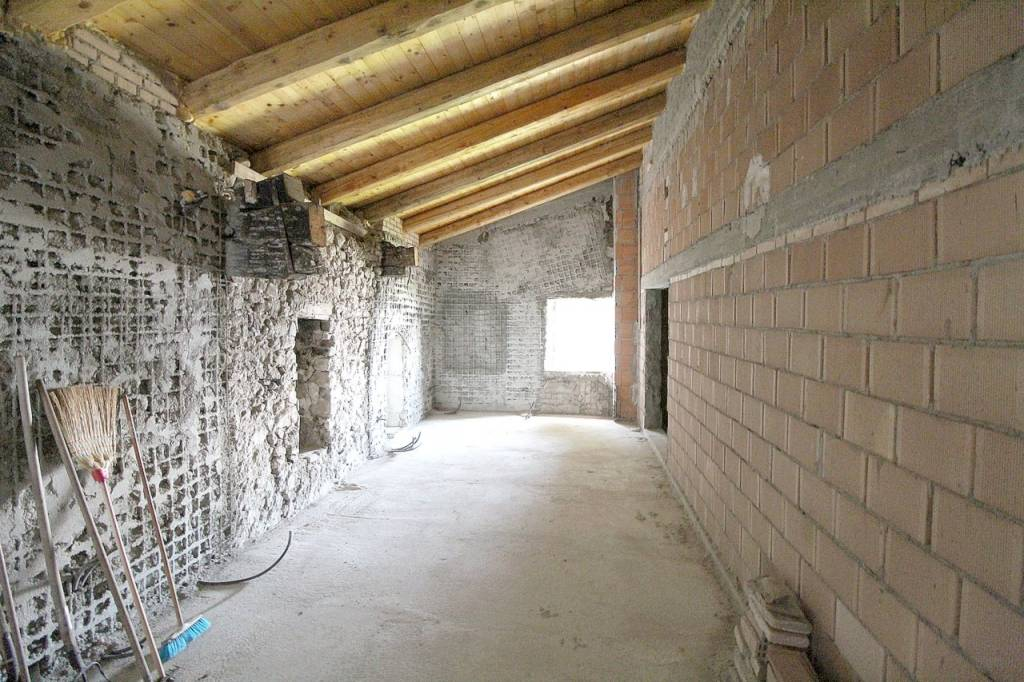 Rustico / Casale da ristrutturare in vendita Rif. 8948374