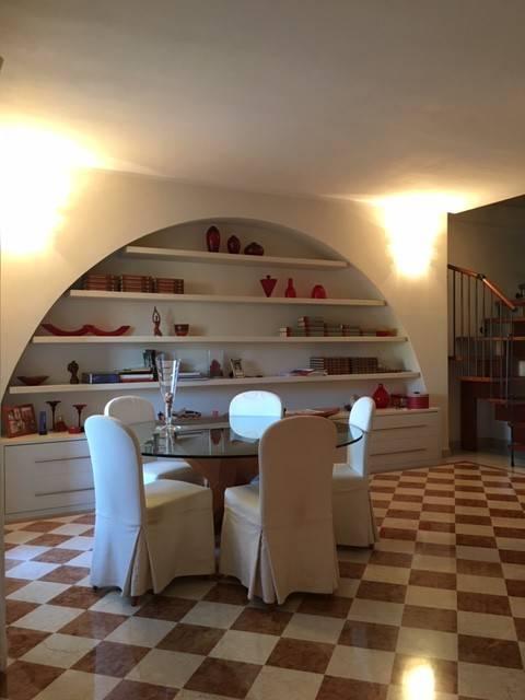 Appartamento in buone condizioni parzialmente arredato in vendita Rif. 8948782