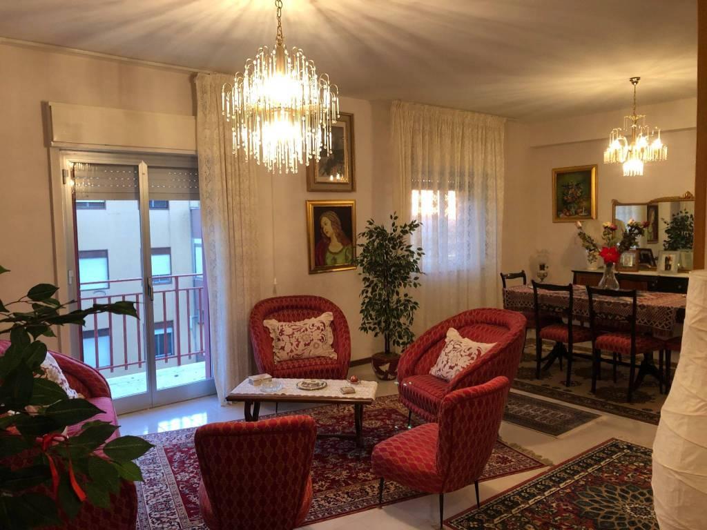 Appartamento in buone condizioni arredato in affitto Rif. 8949037