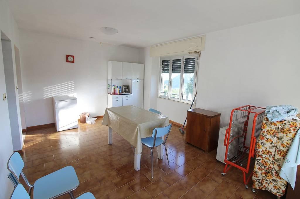 Appartamento da ristrutturare in vendita Rif. 8948376