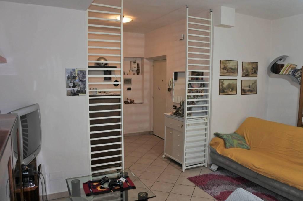 Appartamento in buone condizioni in vendita Rif. 8949901