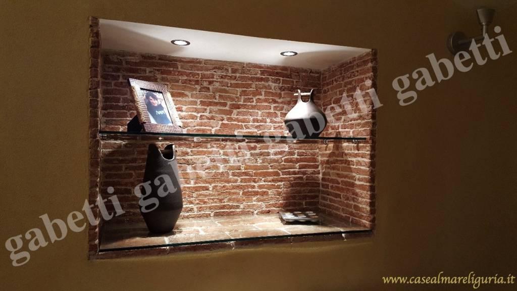 Appartamento in ottime condizioni arredato in vendita Rif. 8950103