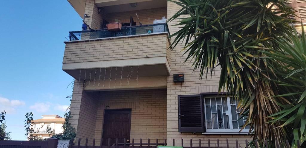 Appartamento in ottime condizioni parzialmente arredato in vendita Rif. 8950060
