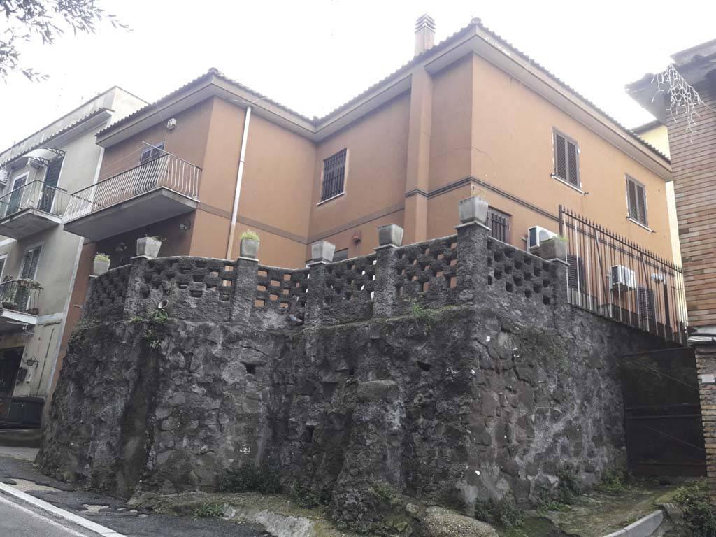 Appartamento in buone condizioni parzialmente arredato in affitto Rif. 8984322