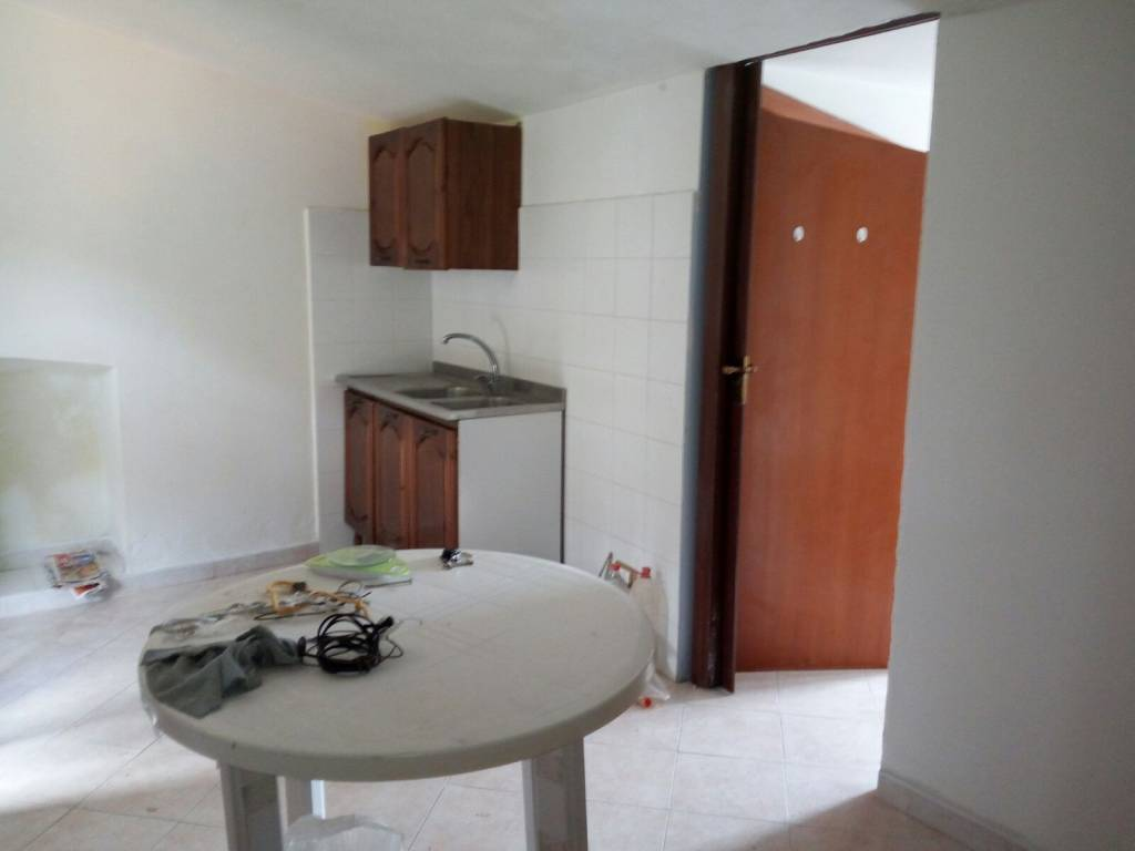 Appartamento in buone condizioni parzialmente arredato in affitto Rif. 8949015