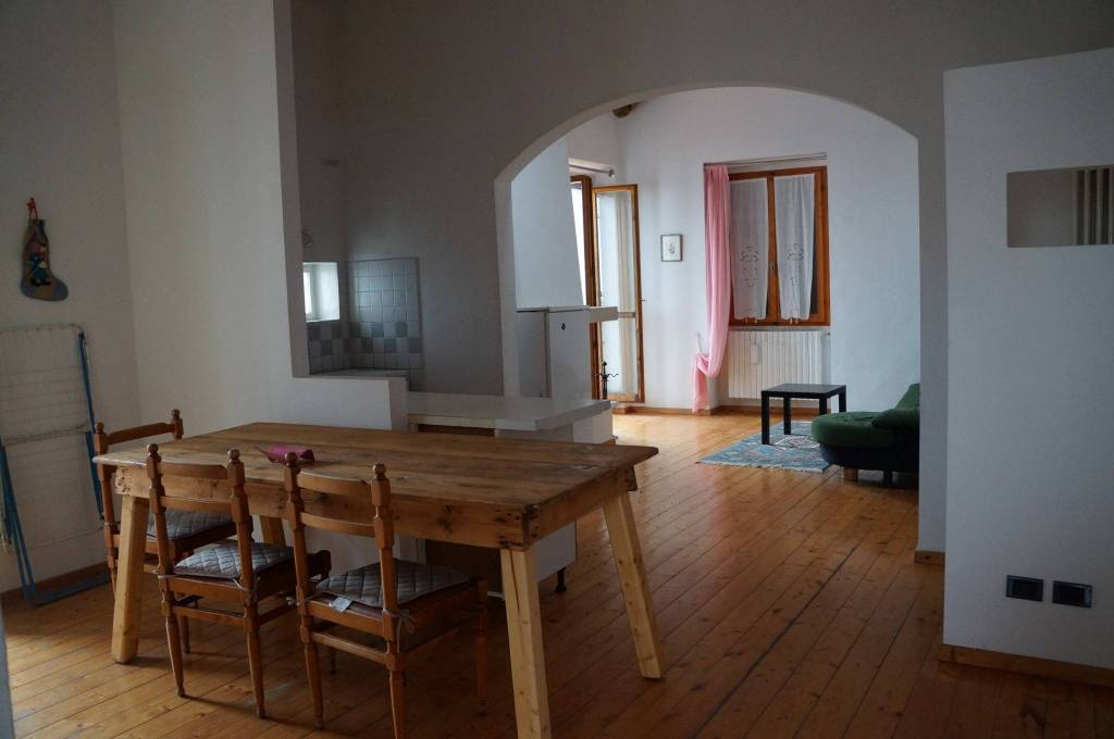Appartamento in buone condizioni in vendita Rif. 8948378
