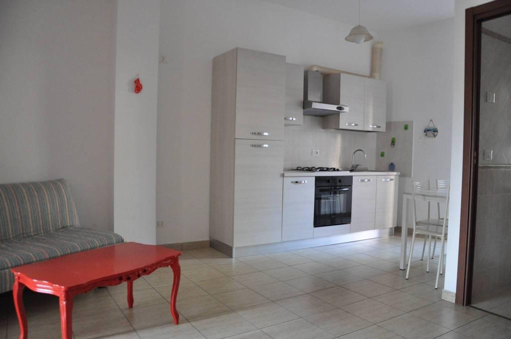 Appartamento in buone condizioni arredato in affitto Rif. 8948349