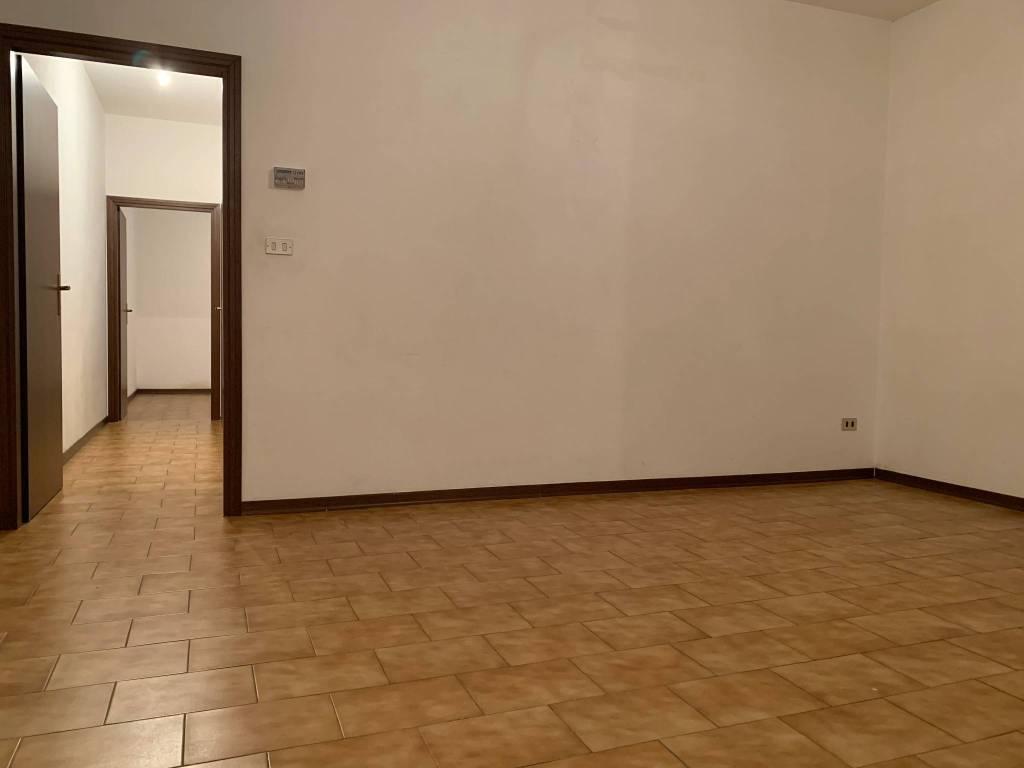 Appartamento in buone condizioni in vendita Rif. 8948844