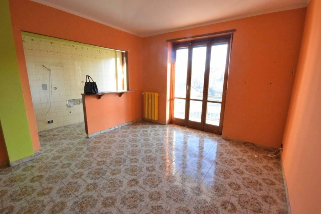 Appartamento in buone condizioni in affitto Rif. 8949217