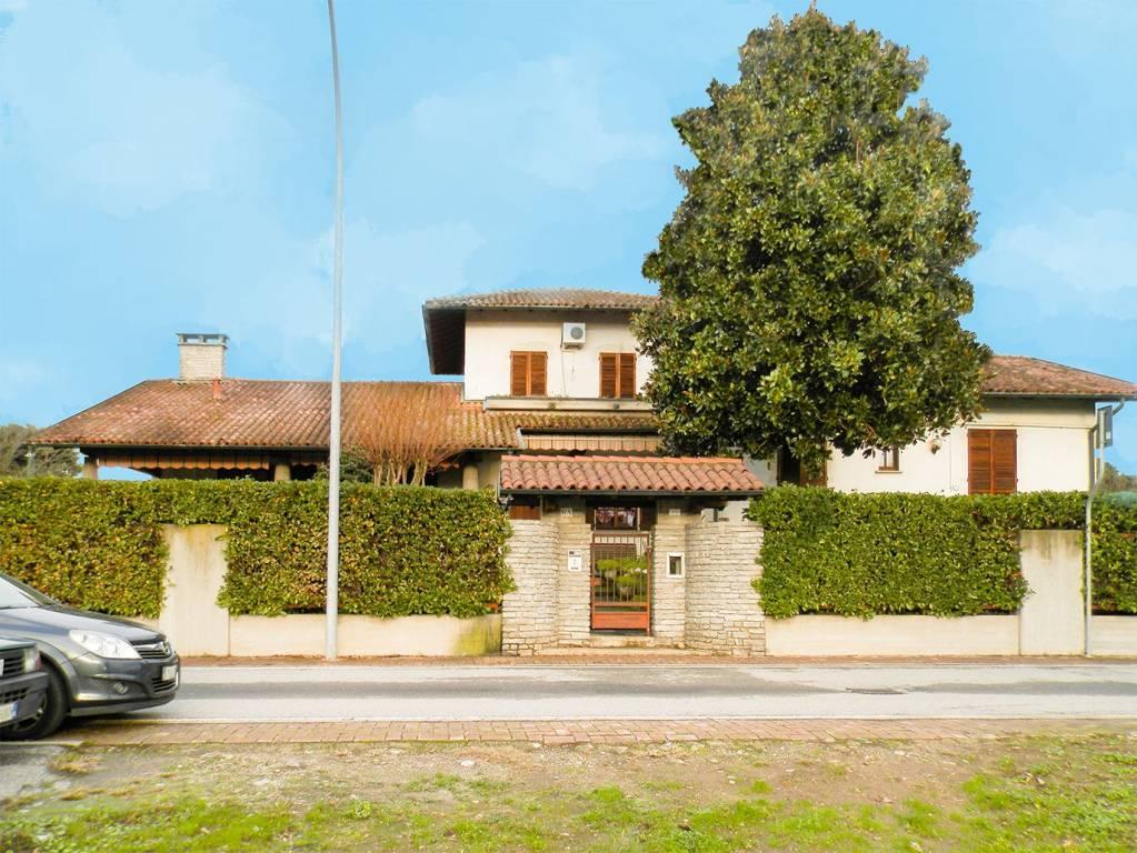 Villa in buone condizioni in vendita Rif. 8948407