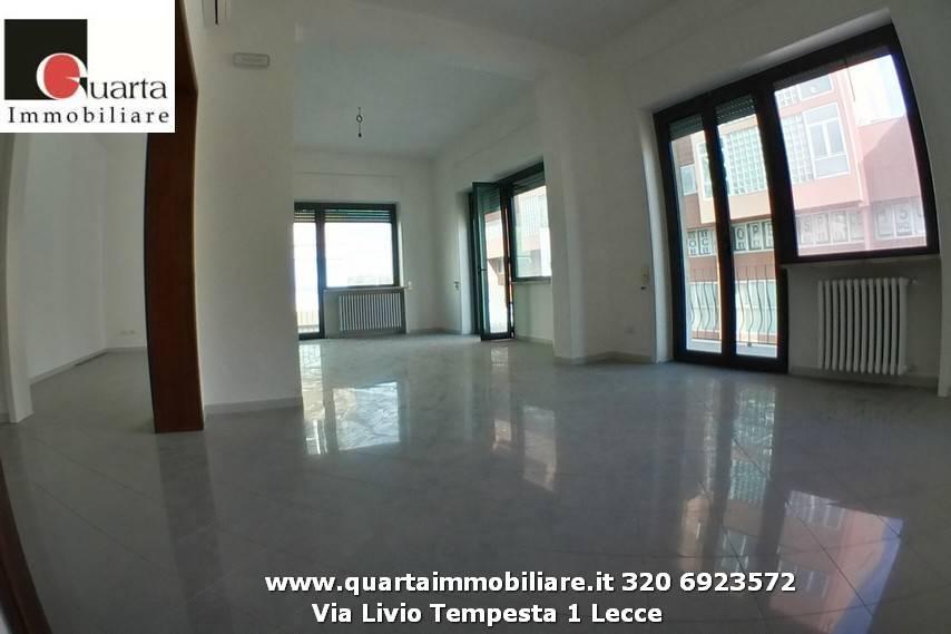 Ufficio-studio in Affitto a Lecce Centro: 5 locali, 240 mq
