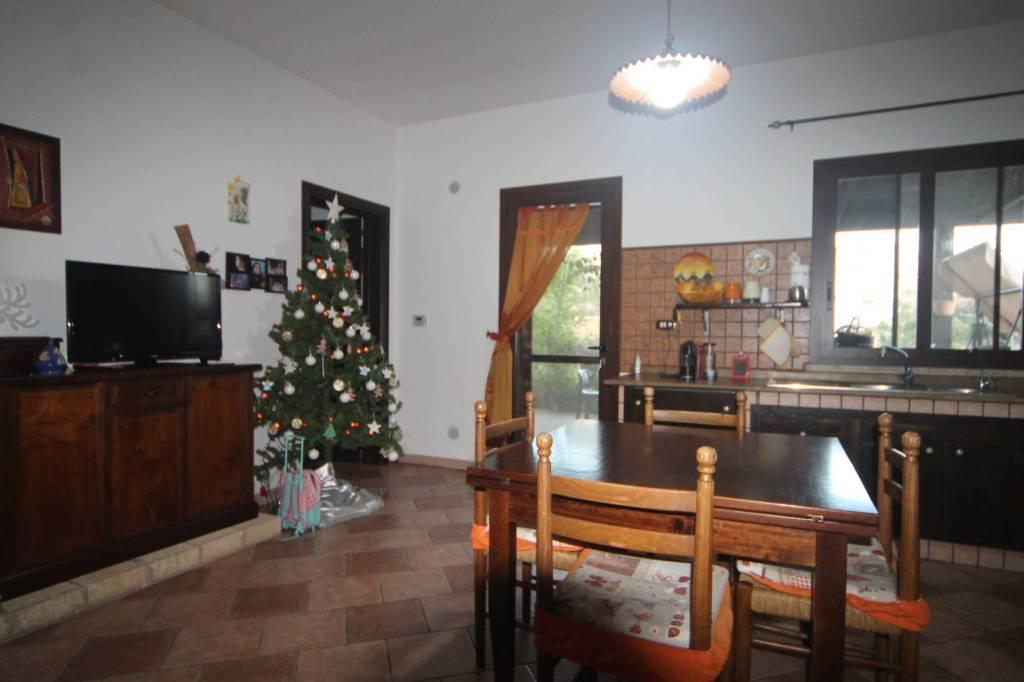 Appartamento in ottime condizioni arredato in vendita Rif. 8964832