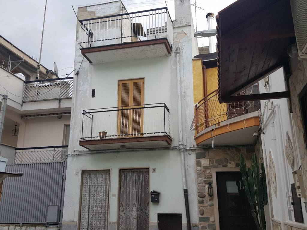 Stabile / Palazzo da ristrutturare in vendita Rif. 8964751