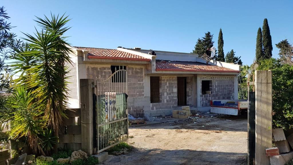 Rustico in Vendita a Otranto: 5 locali, 330 mq