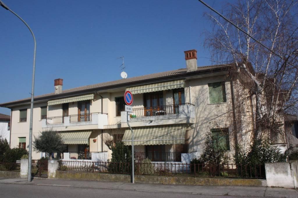 Appartamento in ottime condizioni in vendita Rif. 4261152