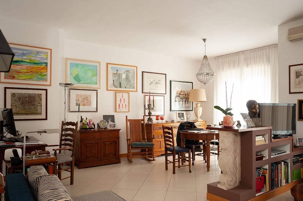 Appartamento in ottime condizioni in vendita Rif. 8963699