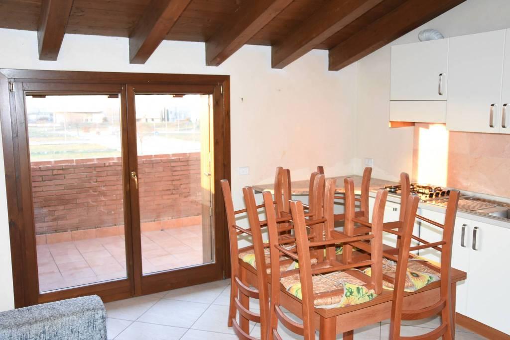 Appartamento in ottime condizioni in vendita Rif. 8960532