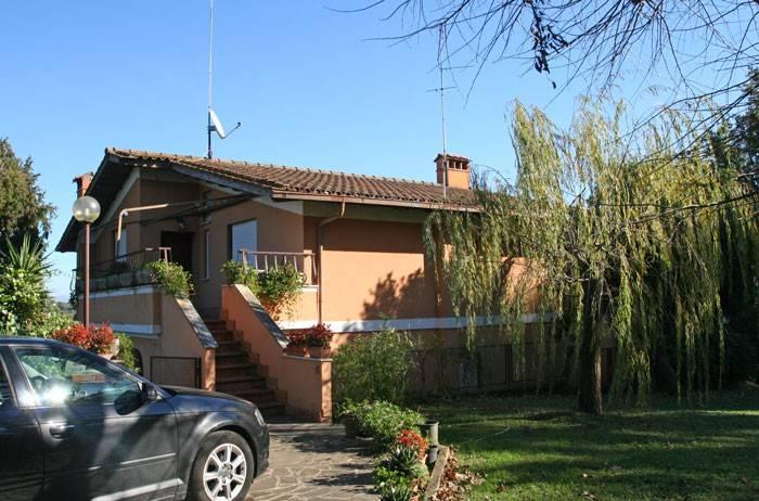 Appartamento in buone condizioni parzialmente arredato in affitto Rif. 8961610